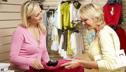 Как правильно вести себя продавцу консультанту
